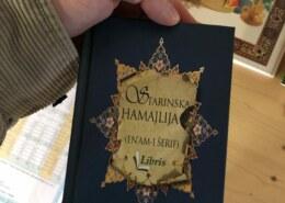 Je li dozvoljeno slušati ilahiju 'i na uhud i na bedr' i da li vam je poznata knjiga 'starinska hamajlija'?